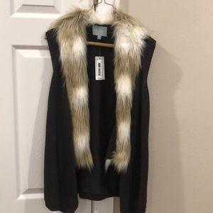 Knit vest with faux fur collar